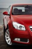 Particolare della parte anteriore dell'automobile di colore rosso di ciliegia fotografie stock libere da diritti