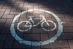 Particolare della pista ciclabile del bordo della strada Immagini Stock Libere da Diritti