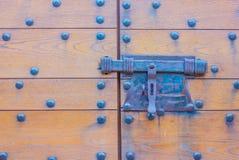 Particolare della porta di un castello con la sua valvola Fotografia Stock