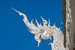 Particolare della testa del drago del serpente o del Naga in tempiale. immagini stock