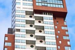 Particolare di una costruzione moderna della torretta con gli appartamenti Immagini Stock