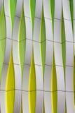 Particolare di una facciata moderna con gli elementi curvi fotografia stock