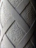 Particolare di vecchia colonna intagliata del cemento Immagini Stock