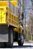 Particolare giallo dell'autocarro con cassone ribaltabile Immagine Stock Libera da Diritti