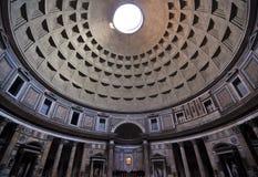 Particolare interno architettonico del panteon romano fotografia stock libera da diritti