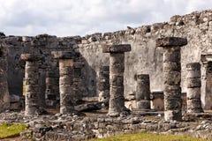 Particolare Mayan di architettura con le colonne Immagini Stock