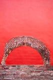 Particolare rosso luminoso del mattone e della parete. Fotografia Stock
