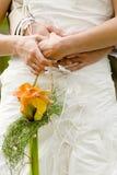 Particolari del vestito da cerimonia nuziale della sposa Immagini Stock Libere da Diritti