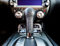 Particolari di lusso dell'interno dell'automobile Fotografia Stock Libera da Diritti