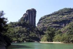 Particulier au dessus de la colline : un signe de montagne de wuyi, Images stock