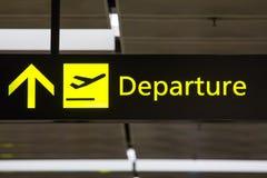 A partida assina dentro o aeroporto Foto de Stock Royalty Free