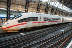 Partida de espera do trem de alta velocidade Imagem de Stock Royalty Free