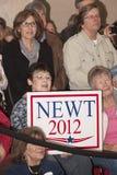 Partidario de Newt Gingrich con la muestra. foto de archivo