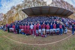 Partidarios del partido del rugbi de la alegría de los alumnos de la escuela Fotografía de archivo