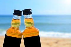 Partido alcoólico em um estilo náutico nas costas do Oceano Atlântico imagens de stock