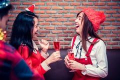 Partido con los amigos Fotografía de archivo libre de regalías