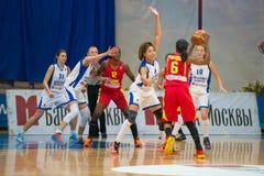 Partido de baloncesto Imagenes de archivo