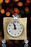 Partido de Eve de la Feliz Año Nuevo con el reloj del oro Fotografía de archivo libre de regalías