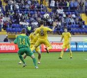 Partido de fútbol de las personas nacionales de Ucrania - de Lituania Imagen de archivo libre de regalías