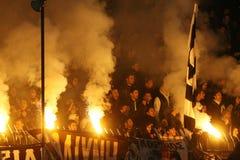 Partido de fútbol entre Paok y Olympiacos Foto de archivo libre de regalías
