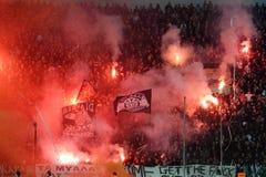 Partido de fútbol entre Paok y Panathnaikos Imagen de archivo