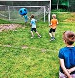Partido de fútbol Mirada artística en colores vivos del vintage Imagen de archivo libre de regalías