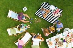 Partido de la barbacoa en un parque Fotografía de archivo libre de regalías