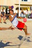 Partido de la diecinueveavo liga del balonmano de la playa, Cádiz Fotos de archivo