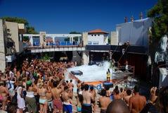 Partido de la espuma en un centro turístico del club Kemer, Turquía Imagen de archivo