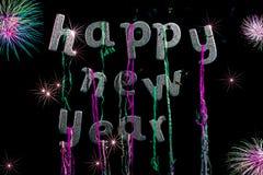 Partido de la Feliz Año Nuevo Texto del brillo de la astilla con los fuegos artificiales Greeti Foto de archivo libre de regalías