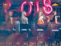 Partido de las hembras del Año Nuevo en la barra Imagen de archivo
