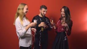 Partido de los amigos del Año Nuevo almacen de metraje de vídeo