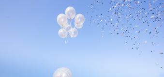 Partido de los impulsos sobre un cielo azul Imagenes de archivo