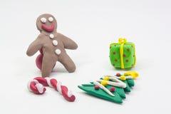 Partido de Navidad de la arcilla del molde del niño en el fondo blanco Fotos de archivo libres de regalías