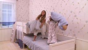 Partido de salto de la cama almacen de metraje de vídeo