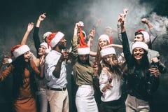 Partido del Año Nuevo con los amigos Foto de archivo libre de regalías