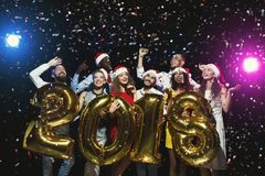 Partido del Año Nuevo de la oficina Gente joven que se divierte Imagen de archivo
