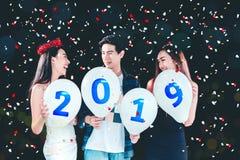 Partido del Año Nuevo, grupo del partido de la celebración de gente joven asiática ho Imágenes de archivo libres de regalías