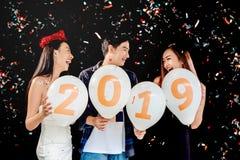 Partido del Año Nuevo, grupo del partido de la celebración de gente joven asiática ho Foto de archivo