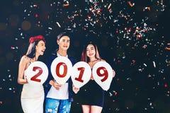 Partido del Año Nuevo, grupo del partido de la celebración de gente joven asiática ho Imagen de archivo