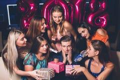 Partido del Año Nuevo Muchas hembras para el hombre Fotos de archivo