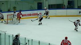 Partido del hockey en palacio del hielo de Vityaz almacen de metraje de vídeo