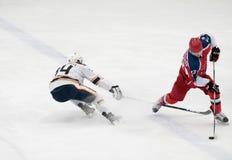Partido del hockey en palacio del hielo de Vityaz Foto de archivo
