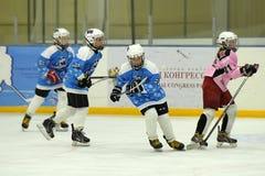 Partido del hockey sobre hielo de las muchachas Fotos de archivo