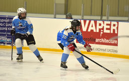 Partido del hockey sobre hielo de las muchachas Imagenes de archivo