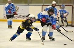 Partido del hockey sobre hielo de las muchachas Imágenes de archivo libres de regalías