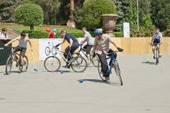 Partido del polo de la bici de la demostración en el evento Foto de archivo
