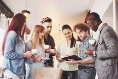 Partido do evento da celebração do café do negócio da ruptura de café Conceito da sessão de reflexão dos trabalhos de equipa fotografia de stock royalty free