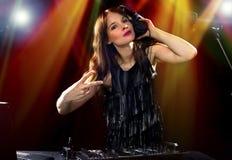 Partido femenino DJ fotografía de archivo libre de regalías