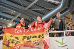Partido footsal interior de equipos nacionales de España y del Brasil en el pabellón de Multiusos de Caceres foto de archivo